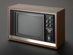 Sony 'Trinitron' colour television set, model type Remember when I was a child - it lasted for about 14 years without fault, which was so reliable for the time. Color Television, Vintage Television, Tvs, Vintage Tv, Old Tv, Tv On The Radio, Retro Design, Sony, Science And Technology