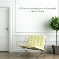 """Adesivo Murale - Charlie Chaplin.  Adesivo murale di alta qualità con pellicola opaca di facile installazione. Lo sticker si può applicare su qualsiasi superficie liscia: muro, vetro, legno e plastica.  L'adesivo murale """"Charlie Chaplin"""" è ideale per decorare il soggiorno. Adesivi Murali."""