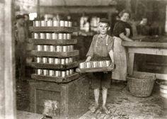 Empresa J.S. Farrand Embalaje Co.                                                      Niño Repartidor con una carga pesada.                                                                                              Baltimore-Maryland.                                              Julio 1909.
