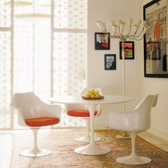 Saarinen Pedestal Table and Side Chairs in white
