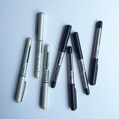 たまにの道具紹介_φ(・_・ イラストに描く筆記体はほぼ呉竹さんの筆ペンによるもの笑 筆ごこちというやつなんですが、今の所最強。  #呉竹 #KURETAKE #筆ごこち