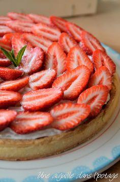 Tarte aux fraises, crème d'amande et chantilly