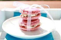 Macarons with Raspberry Macarons, Cupcakes, Creme, Raspberry, Breakfast, Food, Bakken, Good Food, Raspberries