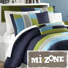 Back to Campus Bedding Staples Off-to-college must have! From plush pillows to colorful comforter sets, these bedding essentials will turn any dorm room into a dream-worthy suite! Teen Boy Bedding, Kids Comforter Sets, Dorm Bedding, Small Bedroom Designs, Bed Designs, Luxury Bedding Sets, Kids Bedroom, Bedroom Ideas, Bedroom Decor