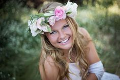 How to Create a Flower Crown for your Senior Session | Rayla Kay Photography Senior picture ideas