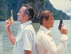Scaramanga (Christopher Lee) et James Bond (Roger Moore)