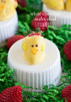 Easy White Chocolate Easter Chick Strawberries from chelseasmessyapron.com. So cute!