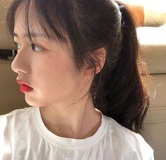 Ulzzang Korean Girl, Cute Korean Girl, Asian Girl, Long Layered Curly Hair, Edgy Short Hair, Korean Beauty Girls, Asian Beauty, Medium Hair Styles, Long Hair Styles