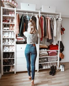 Best Closet Organisation Ideen, die Sie sofort stehlen möchten Best Closet Organization Ideas that you want to steal instantly like – Closet Bedroom, Closet Space, Bedroom Storage, Diy Bedroom, Trendy Bedroom, Wardrobe Storage, Open Wardrobe, Capsule Wardrobe, Warm Bedroom