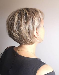 29 Short Bob Hair Styles to Build Your Own - Page 20 of 29 - Lead Hairstyles Short Thin Hair, Short Hair With Bangs, Short Hair With Layers, Short Hair Cuts For Women, Short Bobs, Stacked Bob Short, Stacked Bobs, Stacked Bob Hairstyles, Short Hairstyles For Thick Hair