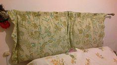 Headboard. Cushions, curtain fabric and stick! Simple and cute! Possible to change color to get bored! I and I have mine!----Cabecero de la cama. Almohadones, tela y palo de cortina! Sencillo y lindo! Posible de cambiar de color al aburrirse! Yo ya tengo el mio!
