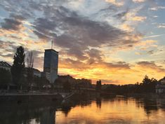 Donaukanal: Best recommendation for chasing sunsets with a drink in your hand. Vienna, Sunsets, New York Skyline, Beautiful Pictures, Colorful, Drink, Places, Travel, Beverage