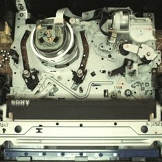 How a VHS player works: | 19 Pictures That Will Teach You Something For Once In Your Life