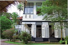 Showcase: Tour this beautifully decorated Mount Pleasant Black-and-White house Colonial Mansion, Colonial Exterior, Modern Colonial, British Colonial Style, Colonial Architecture, Amazing Architecture, White House Tour, Tan House, Beautiful Places To Live