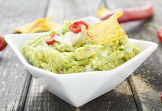 Das Rezept für die mexikanische Guacamole schmeckt zu Tortillas, zu Fleisch oder einfach zum Dippen.