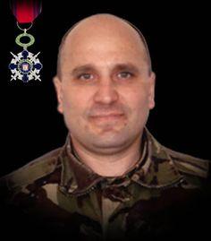 """Sublocotenentul (pm) - Caracudă Paul 23 iunie 2010  Sublocotenentul(pm) Paul Caracudă şi-a pierdut viaţa în timpul unei misiuni de luptă pe autostrada A1 Kabul-Kandahar din Afganistan. Autovehiculul de tip HUMVEE în care se aflau a fost atacat cu un dispozitiv exploziv improvizat, actionat de la distanta. A fost decorat cu Ordinul Naţional """"Steaua României"""" în grad de Cavaler, cu însemn de razboi, pentru militari."""
