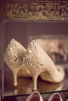 Beaded wedding shoes - could there be a better combination? Re-pin if you like. Via Inweddingdress.com #weddingshoes