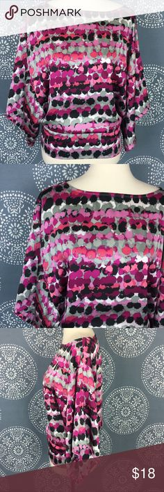 """Chelsea & Theodore Abstract Top w/Oversize Sleeves Super cute top from Chelsea & Theodore. It has a wide neckline and big, oversized sleeves. It narrows at the waist, where the back is elastic. Great condition.  22.5"""" long Chelsea & Theodore Tops"""