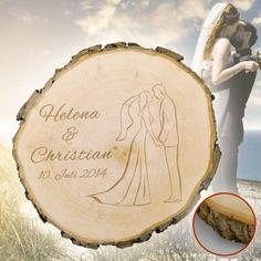 Das richtige Hochzeitsgeschenk zu finden ist oft eine schwierige Angelegenheit – nicht so mit dieser Baumscheibe mit Gravur zur Hochzeit! via: www.monsterzeug.de