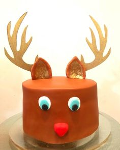 Reindeer Cake for a Festive Season