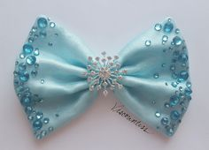 Best 12 We can't all travel by bubble, but you can definitely make a Galinda-worthy entrance wearing the Bubble Bow! The first Wicked Bow in the line, the Bubble Bow features a soft baby blue base with shimmering organza overlay. Its dazzle comes from spa Diy Hair Bows, Making Hair Bows, Ribbon Hair Bows, Diy Bow, Bow Hair Clips, Frozen Bows, Frozen Hair, Hair Bow Tutorial, Girls Hair Accessories