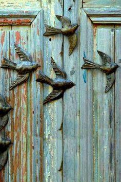 Blue - azul - porta - door - andorinhas