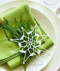 #Christmas #table place setting ToniK Տ℮ʈ ìʈ Up  lime green tatted lace white snowflake midwestliving.com