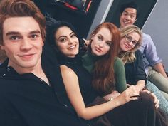 Find images and videos about netflix, riverdale and cole sprouse on We Heart It - the app to get lost in what you love. Riverdale Series, Kj Apa Riverdale, Riverdale Archie, Riverdale Netflix, Riverdale Aesthetic, Vanessa Morgan, Betty Cooper, Archie Comics, The Cw