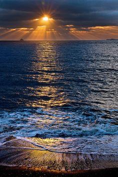 Sea Photography To Bring You Closer To The Wondrous World Of Oceans - Bored Art Amazing Sunsets, Amazing Nature, Beautiful Sunrise, Beautiful Beaches, Beautiful Things, Sunset Photography, Landscape Photography, Nature Pictures, Beautiful Pictures