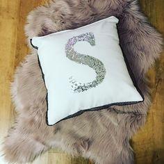 Good night 🙋🙋#sweethome #homedecor #felt #brooch #feltflğowers #etsyseller #etsyhandmade #tabledecor #loveit #sousplat #decoration #country #homesweethome #homedesign #like4like #likesforlikes #instagood #instalike #love #blue #flowers #etsymom #elegant #crochet #receberbem #donadecasa #mesaposta #euroroma #knitting #knittinglove