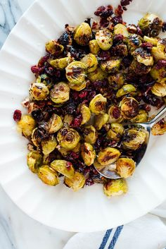 Balsamic Roasted Brussels Sprouts with Cranberries & Pecans If you love Brussels sprouts, you will LOVE this side dish! This recipe features roasted Brussels sprouts, toasted pecans, plump dried cranberries, and a drizzle of balsamic vinegar. Side Dishes Easy, Side Dish Recipes, Vegetarian Recipes, Cooking Recipes, Healthy Recipes, Vegan Brussel Sprout Recipes, Toasted Pecans, Dried Cranberries, Vegetable Side Dishes