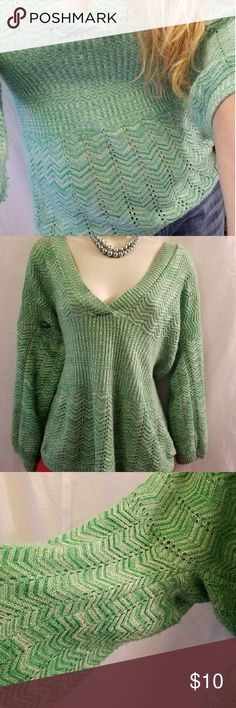 Sweater project size M women green white V Neck V Neck. Gathered waist.  Oversized arms given it a flowing effect.  Thin Knit is comfortable and lightweight.   Chest 22  Length 27 Sweater Project Sweaters V-Necks