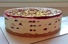 Lingonberry-fudge cake for autumn.