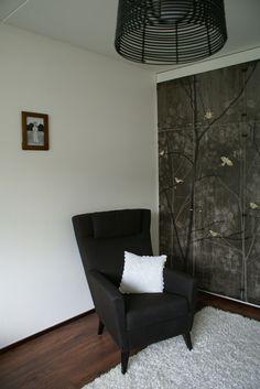Makuuhuone lopputulos. (Forest wallpaper on a cabin)