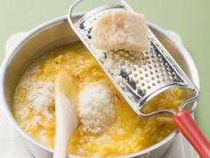 Safranrisotto ist ein Rezept mit frischen Zutaten aus der Kategorie Risotto. Probieren Sie dieses und weitere Rezepte von EAT SMARTER!