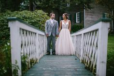 Magical, romantic and stunning would be the three words I would use to describe this wedding. Taking place at the Maryland barn wedding venue, The Union Mills Homestead, this amazing wedding has just about everything we love. Part vintage style and part barn wedding chic, this bride really tied together a wonderful wedding dat look. …
