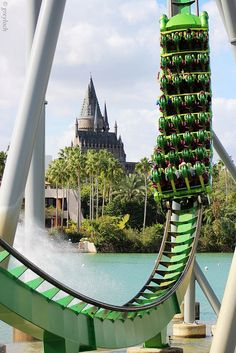 Incredible Hulk coaster at Universal Islands of Adventure Orlando. Universal Orlando Florida, Universal Parks, Universal Studios Orlando Rides, Florida Theme Parks, Orlando Theme Parks, Destin Florida, Best Amusement Parks, Amusement Park Rides, Viajes
