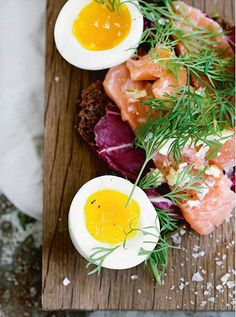 Nordic Diet: Featured Recipe: Nordic-Style Salmon on Rye Toast Healthy Eating Recipes, Diet Recipes, Vegetarian Recipes, Healthy Meals, Scandinavian Diet, Nordic Diet, Rye Toast, Nordic Recipe, Danish Food