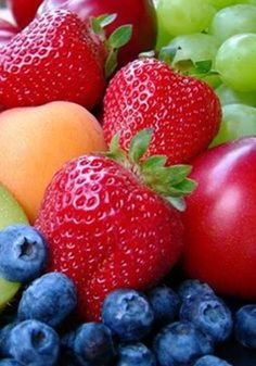 Guide To Healthy Eating: Simple Nutrition Tips. Everyone would like to eat a healthier diet. However, many think it is too difficult to eat healthy. Fresh Fruits And Vegetables, Fruit And Veg, Nutrition Tips, Health And Nutrition, Photo Fruit, Fruit Photography, Summer Photography, Beautiful Fruits, Snacks