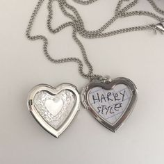 Cute Jewelry, Jewelry Accessories, Lunette Style, Mr Style, Accesorios Casual, Harry Edward Styles, Dog Tag Necklace, Besties, Piercings
