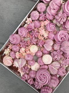 Rose Meringue Cookies, Meringue Desserts, Mini Desserts, Merengue Cake, Cupcake Cake Designs, Cookie Recipes, Dessert Recipes, Macaroon Recipes, Drip Cakes