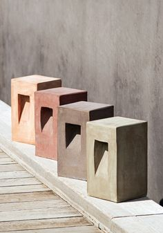 The Step path lamp in terracotta features a squared shape, suitable for both traditional and contemporary spaces. Concrete Light, Concrete Lamp, Concrete Design, Bollard Lighting, Outdoor Lighting, Outdoor Lamps, Terracota, Terracotta Floor, Haus Am See