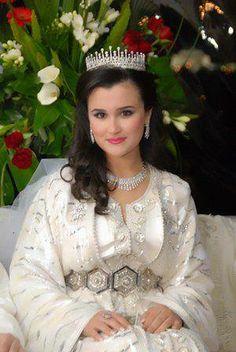 white caftan moroccan bride