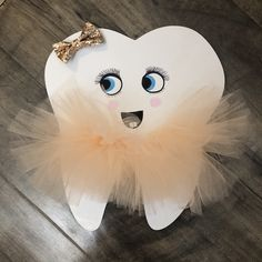 Dental Pictures, Tooth Pillow, Dental Kids, Zeina, Quilling Craft, Bottle Cap Crafts, Baby Girl First Birthday, First Tooth, Tooth Fairy