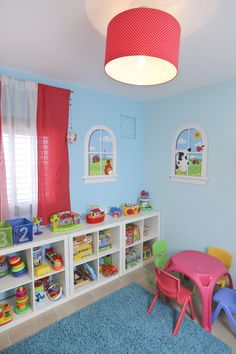 קרן ועומרי, חדר משחקים, כוורות איחסון לצעצועים. הבית של עידה