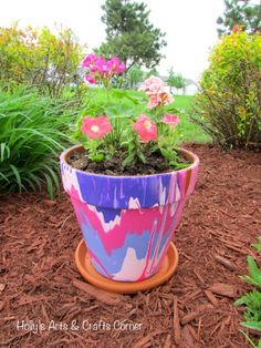 Craft Project: Beautifying Our Yard in a Creative Way - Hobbies paining body for kids and adult Large Flower Pots, Painted Flower Pots, Painted Pots, Hand Painted, Clay Pot Crafts, Diy Clay, Kid Crafts, Drip Painting, Pottery Painting