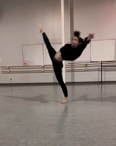 Beautiful 😍 Coco Backshall 👏 🎶 Before You Go by Lewis Capaldi - dance - Ballet Dance Videos, Dance Tips, Dance Choreography Videos, Dance Poses, Ballet Dancers, Modern Dance, Contemporary Dance Moves, Baile Hip Hop, Flexibility Dance