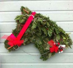 Adorable horse wreath! Decorate the barn for Christmas!