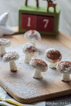 Petits champignons en Meringue Suisse (Décors de Bûche de Noël)