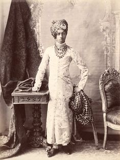(INDIA) {Sardar Singh} the Maharaja of Jodhpur. Vintage India, History Of India, African History, Vintage Photographs, Vintage Photos, Monsoon Wedding, Colonial India, Royal Indian, Indian Textiles